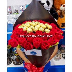 Ramo de 36 Rosas y 24 Ferreros