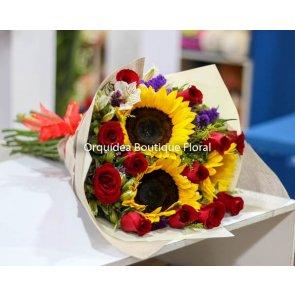 Ramo de 12 Rosas con 3 Girasoles