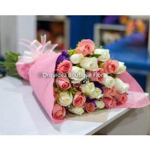 Ramo de 24 Rosas Blancas y Rosas